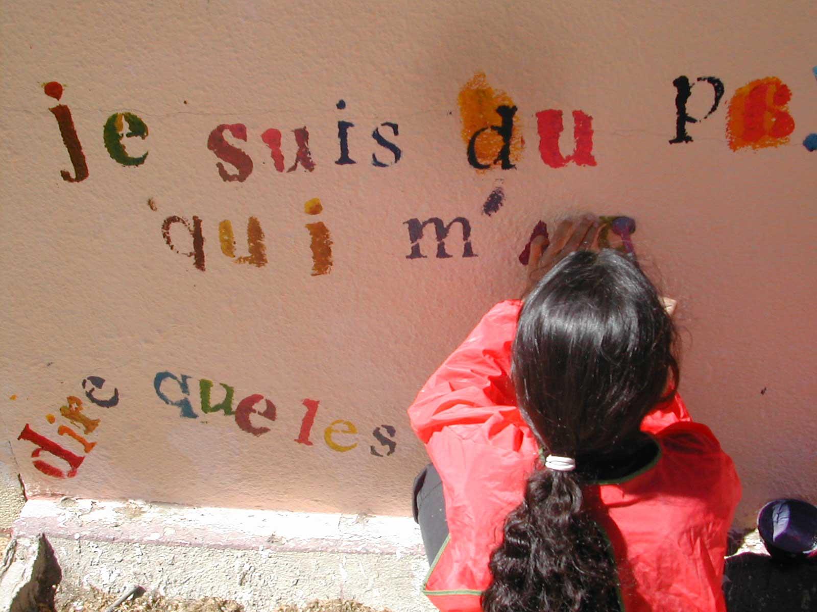 Pochoir sur mur extérieur à Nîmes